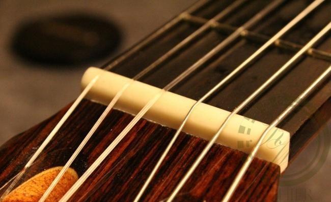 siodełko w gitarze