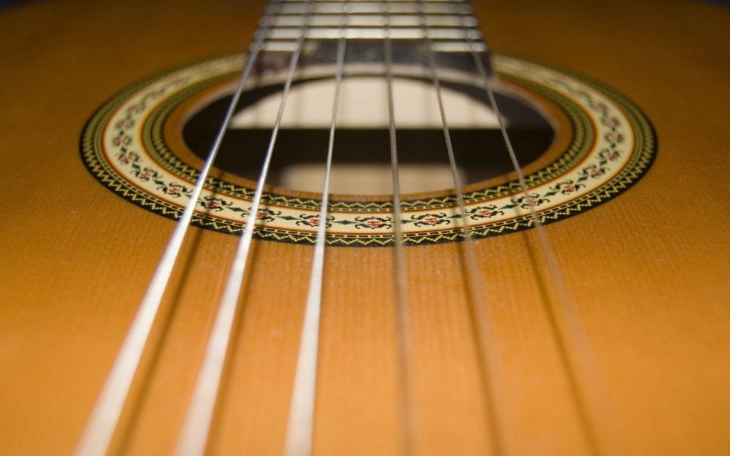 struny w gitarze